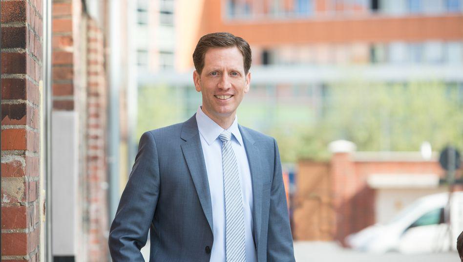 """Sascha L. Schmidt lehrt an der WHU - Otto Beisheim School of Management. Zudem ist er akademischer Leiter der """"SPOAC - Sports Business Academy by WHU""""."""