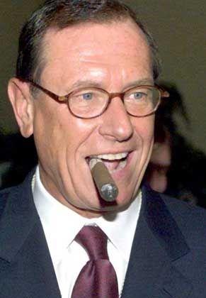 Zigarrenliebhaber: Schrempp bei einem Empfang im Detroit Jacht Club