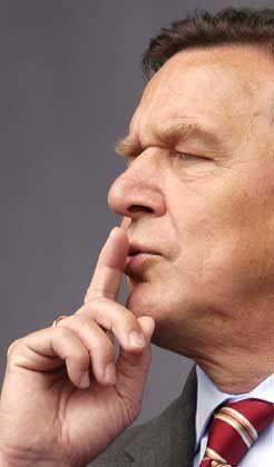 Redet den Gewerkschaftern ins Gewissen: Kanzler Schröder