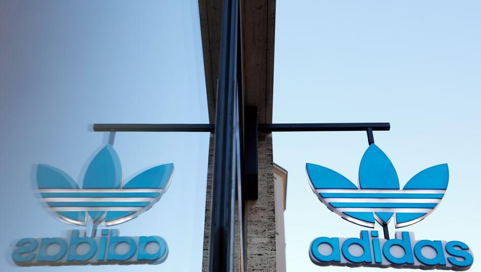 Adidas-Shop in Berlin: DerDax-Konzern plant die Ausgabe einer milliardenschweren Anleihe.