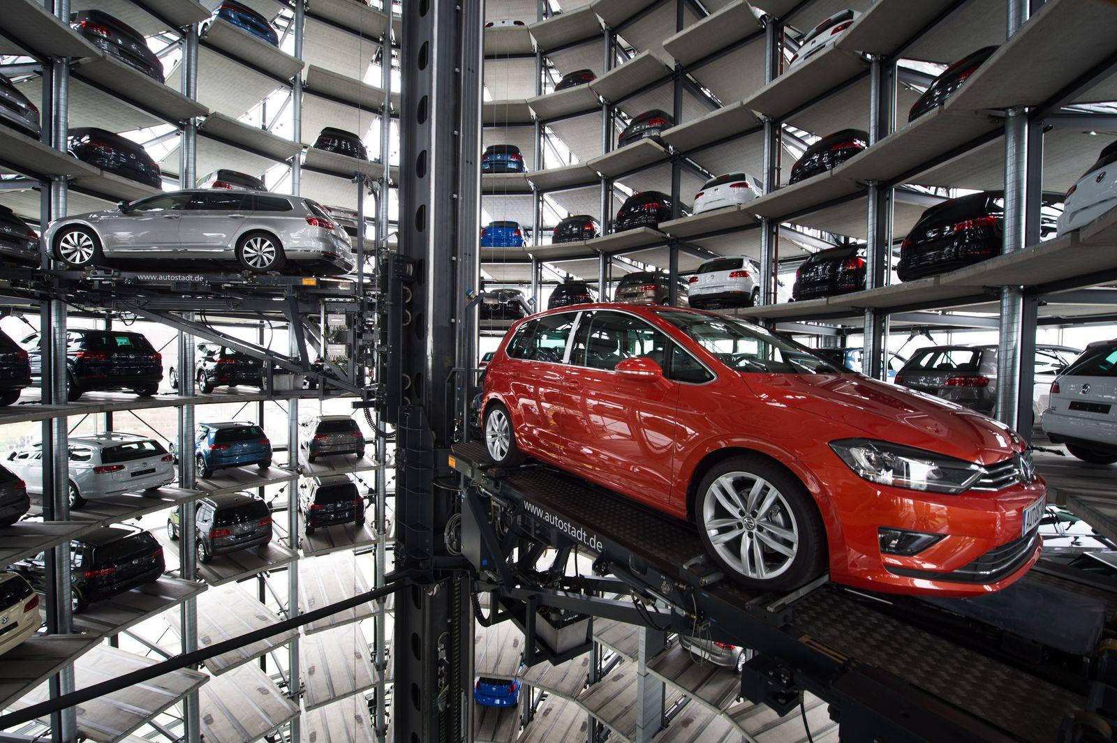 Volkswagen / Auslieferungstürme / Passat