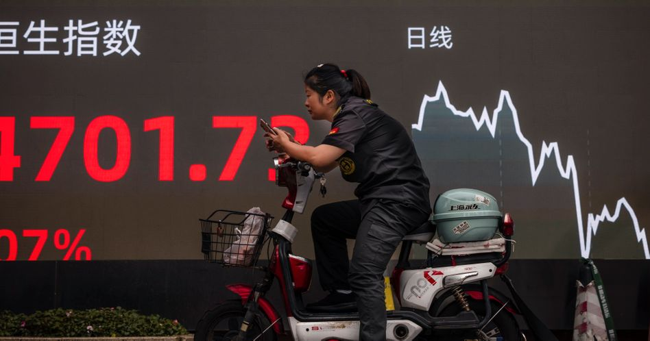 Abwärts: An chinesischen Anleihemärkten wächst die Sorge vor einer Pleite des Immobilienkolosses Evergrande, die die ohnehin angespannte Lage vieler Immobilienentwickler noch drastisch verschärfen könnte