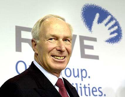 RWE-Chef Dietmar Kuhnt und seine Vorstandskollegen verdienten im Jahr 2001 insgesamt 7,71 Millionen Euro