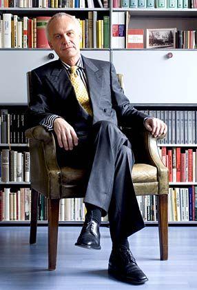 """René Zeyer, geboren 1955, arbeitete als Journalist und Reporter für diverse Zeitschriften, darunter """"Wiener"""", """"Stern"""", """"Geo"""", """"FAZ"""", """"Das Magazin"""", """"Schweizer Illustrierte"""" und war mehrere Jahre lang Auslandskorrespondent der """"Neuen Zürcher Zeitung"""". Er ist langjähriger Berater für Kommunikation in der Finanzbranche. Sein Gastbeitrag ist ein Auszug des frisch erschienenen Buchs """"Bank, Banker, Bankrott. Storys aus der Welt der Abzocker""""."""