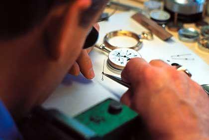 Uhrmacher: Im 30 Kilometer langen Vallèe de Joux im Waadtländer Jura haben zahlreiche Uhrenmanufakturen ihren Sitz