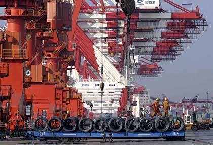 Chinesischer Hafen: Die Exporte des Landes sind massiv eingebrochen