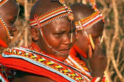 Kopf und Halsschmuck der Samburu Tänzerinnen