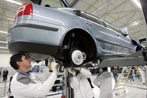 VW-Produktion im russischen Kaluga: Nach den Werken in Russland und Indien zieht der Konzern eine Fabrik im US-Bundesstaat Tennessee hoch und kehrt damit nach jahrelanger Abstinenz in die USA zurück