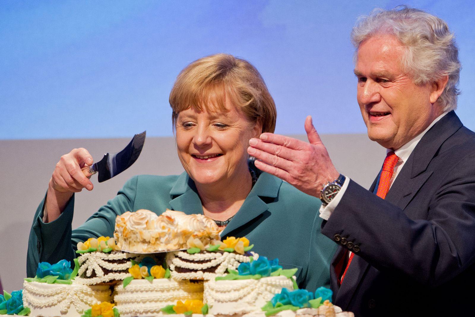 CDU-Wirtschaftstag / Wirtschaftsrat / Angela Merkel mit Torte