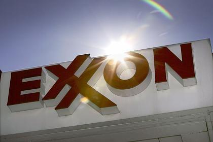 Ende der Hochpreisphase: Wegen des Ölpreisverfalls haben sich Gewinn und Umsatz bei Exxon mehr als halbiert