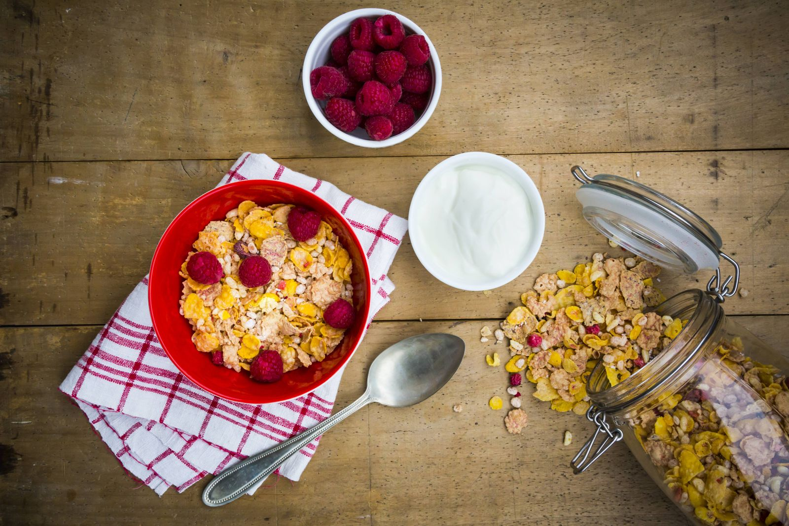 Frühstück / Müsli / Himbeeren