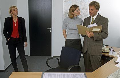 Vertrauen, Misstrauen: Manchmal ruft schon die Vertrautheit von zwei Kollegen Neid hervor