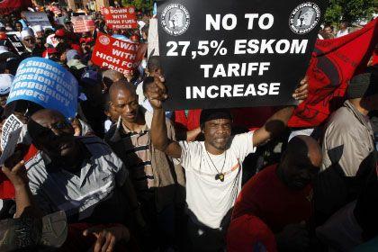 Proteste: Viele Südafrikaner wehren sich gegen die Stromerhöhungen. Zurzeit kostet die Kilowattstunde etwa sechs Cent, in einem Zeitraum von drei Jahren sollen die Preise um 27,5 Prozent steigen.
