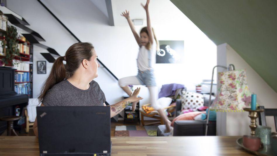 Arbeit von zu Hause während der Corona-Krise in Bonn, April 2020