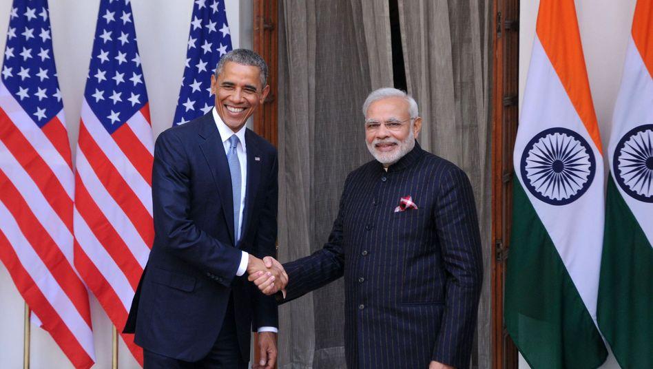 Hübscher Anzug, Mister Modi: Barack Obama (links) und Indiens Premierminister Narendra Modi am Sonntag in Neu-Delhi