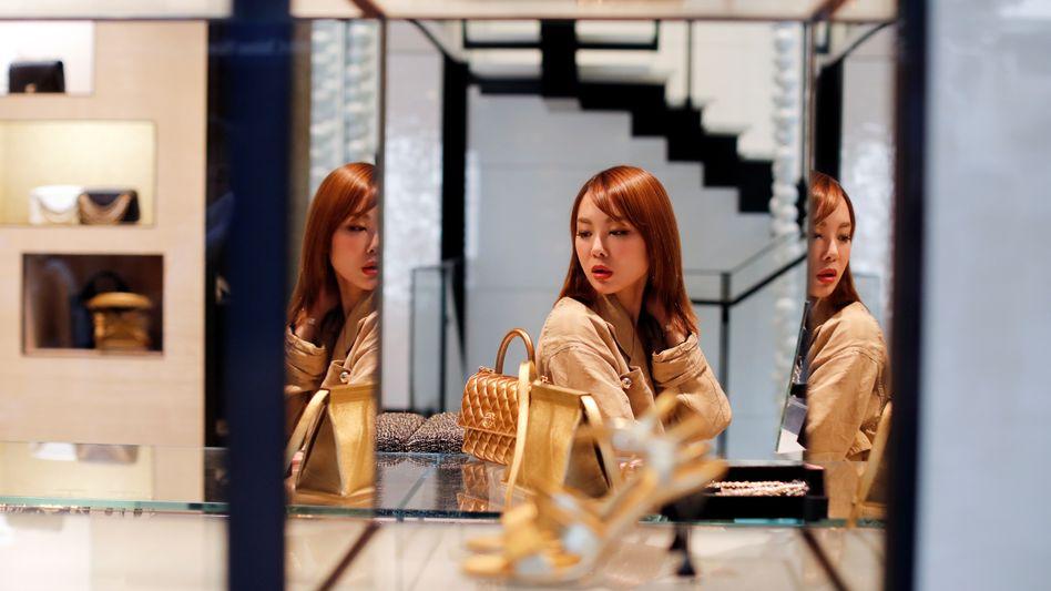 Noch ein Täschchen: Die Nachfrage nach Luxus bleibt in Asien ungebrochen