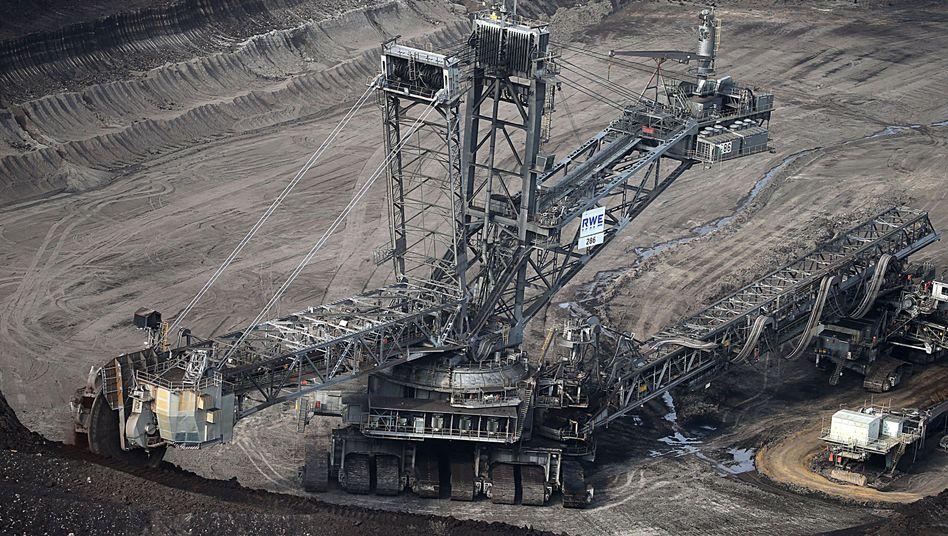 RWE-Braunkohlebagger in Erkelenz (NRW): Kohlestrom wirft immer weniger Gewinn ab