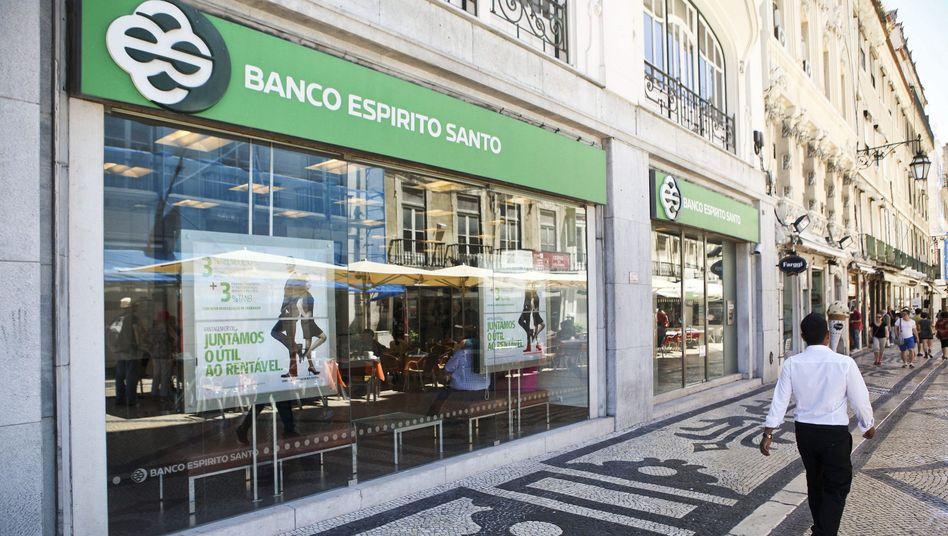 Es kriselt: Nun ermittelt auch Portugals Staatsanwaltschaft bei der Mutter von Portugals führender Privatbank Espirito Santo.