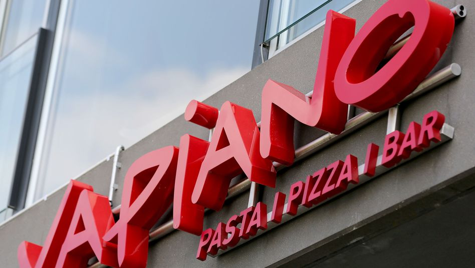 Vapiano-Logo in Köln: Der Umsatz ist im ersten Halbjahr nur durch Neueröffnungen und Zukäufe gestiegen