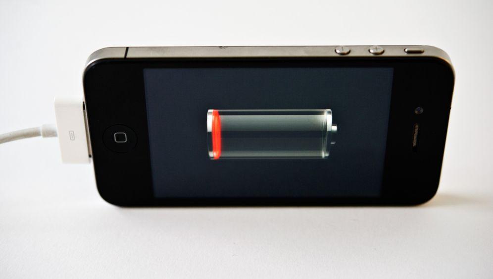 Smartphone-Akku: Wider den Stromfressern