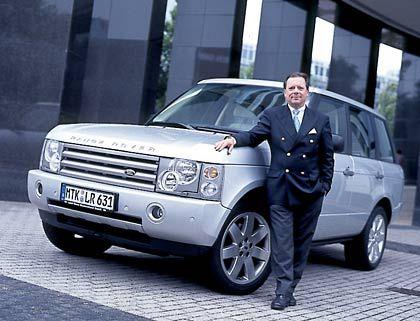 Edler Auftritt: Dekra-Vorstand Hans-Ulrich Sachs lobt am Range Rover die akkurate Verarbeitung, die britische Noblesse und die technische Raffinesse