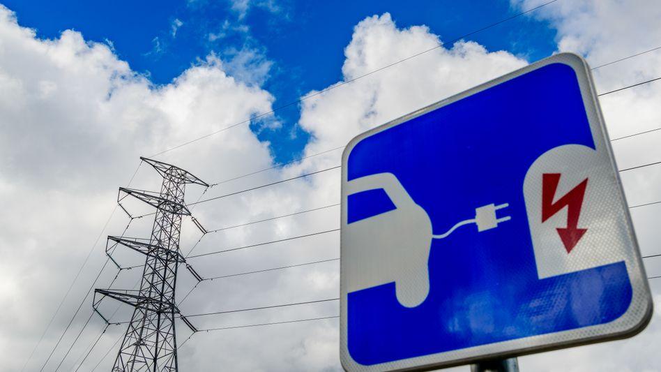 Wie hier in Stockholm tanken immer mehr Elektroautos Strom in schwedischen Städten. Doch auch andere Verbraucher fragen mehr Energie nach. Die Kapazität der erneuerungsbedürftigen Stromnetze ist beschränkt.