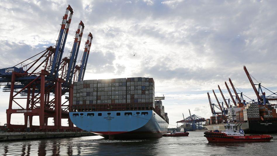 Containerschiff in Hamburg: 1,1 Billionen Euro Exporte