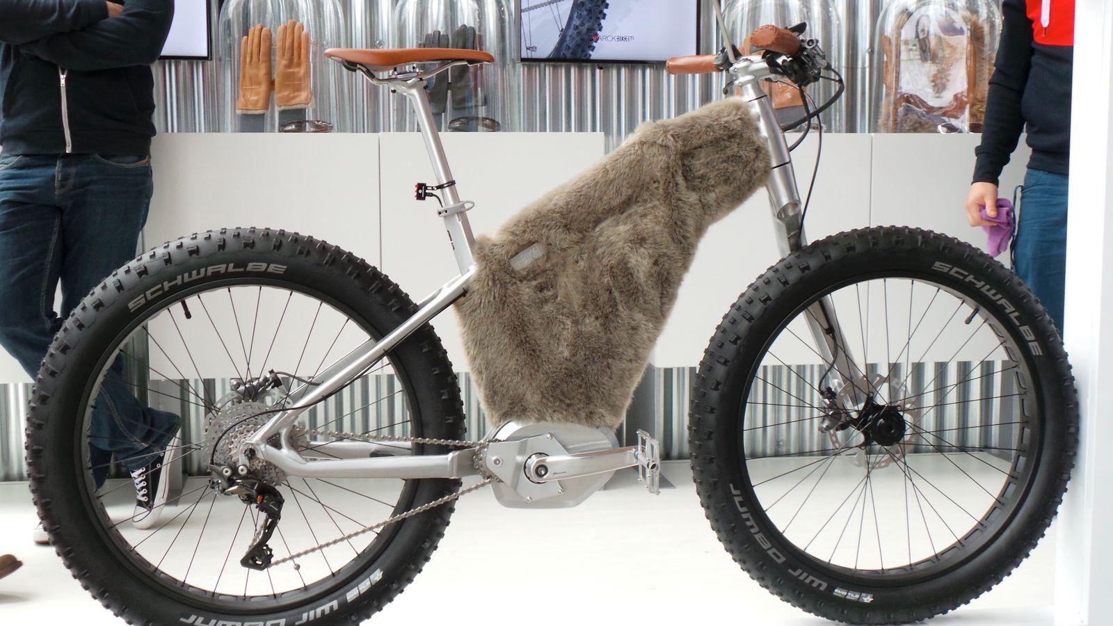 EINMALIGE VERWENDUNG Fahrrad / moustache Snow