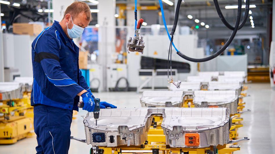 Produktion von BMW-Hochvoltbatterien im Werk Dingolfing.