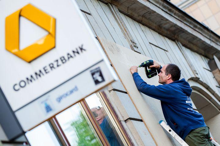 Commerzbank schließt Hunderte Filialen