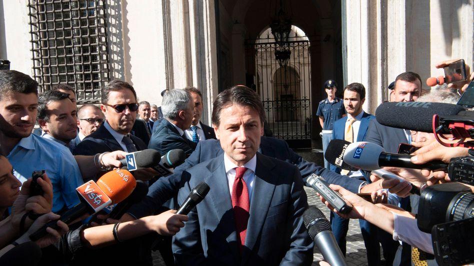 Italiens Premier Giuseppe Conte (Bild Archiv) will trotz hoher Neuverschuldung und Rekordschuldenstand solide Staatsfinanzen garantieren