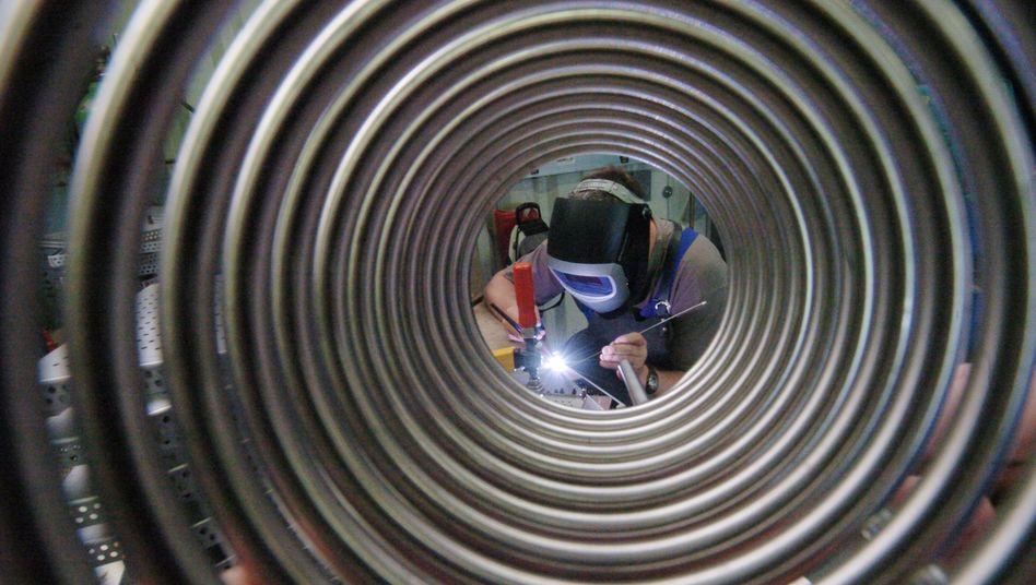 Stahlspirale eines Autozulieferers: Mittelgroße Unternehmen stecken oft in der Zwickmühle, warnt eine Studie