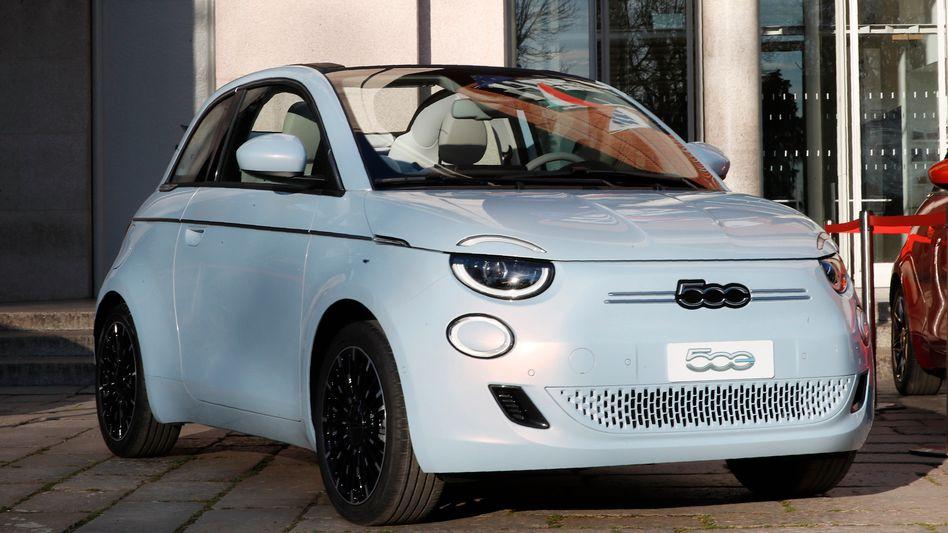 Elektroauto Fiat 500 e: Möglicherweise werden die Batteriezellen für solche Elektroautos in Italien gebaut, wenn Stellantis seine Akkuwerk-Pläne konkretisiert