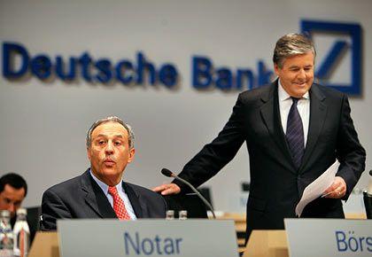 """Zuversichtlich: Bankchef Ackermann (rechts) sieht """"keinen Grund, vom Geschäftsmodell abzurücken"""""""