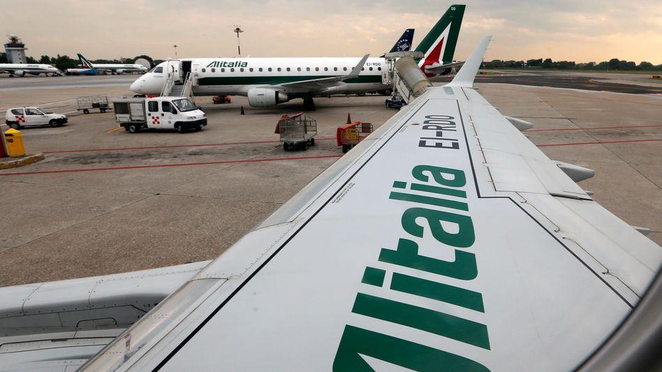 Alitalia-Flugzeuge auf dem Flughafen Linate in Mailand (Archivaufnahme)