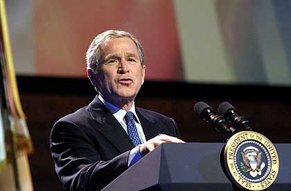 """Der am """"engsten geschnürte Etat der US-Geschichte"""": Bisher hat sich George W. Bush an solche Einschnürungen wenig gehalten"""