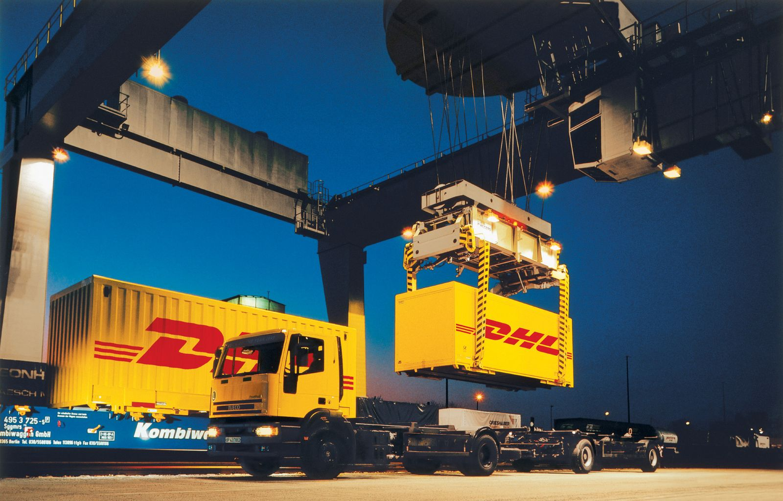 DHL / Supply Chain / Frachtcontainerverladung