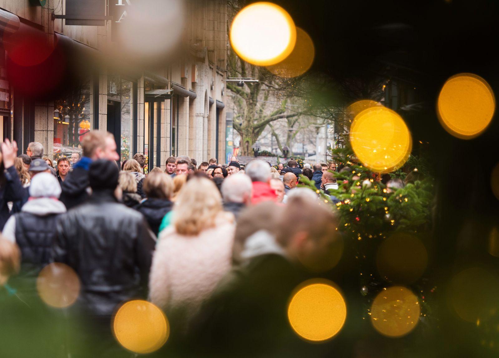 Deutschland / Konjunktur / Konsum / Kaufrausch / Shoppen / Kunden /Weihnachtseinkäufe