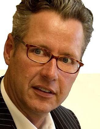 Hasso Mansfeld: Medienberater internationaler Finanzfirmen und nationaler Arbeitnehmervertreter kritisiert die Berichterstattung