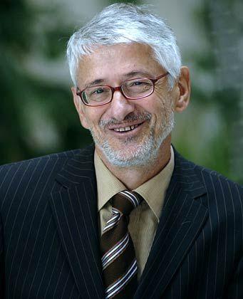 Ulrich Sollmann ist Psychotherapeut, Coach und Geschäftsführer der Beratungsgesellschaft Keese & Sollmann. Zu seinen Kunden zählen unter anderem Daimler, die Deutsche Bank, RWE und die Vereinten Nationen.