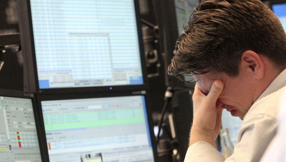 Nicht hinsehen: Anleger fragen sich, wie sie auf die Ereignisse in Japan reagieren sollen - viele Experten meinen: erstmal garnicht
