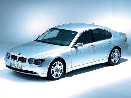 Kraft durch Laufruhe: Der Acht-Zylinder-Motor mit variabler Ventilsteuerung verleiht dem BMW 745 ungeahntes Temperament.