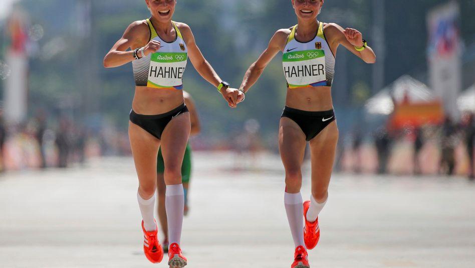 Marathon-Schwestern: Lisa und Anna Hahner beim Zieleinlauf in Rio 2016
