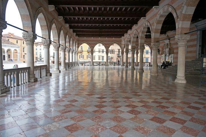 Herrschaftlich: Die Säulenhalle Loggia del Lionello ist ein touristischer Anziehungspunkt in Udine