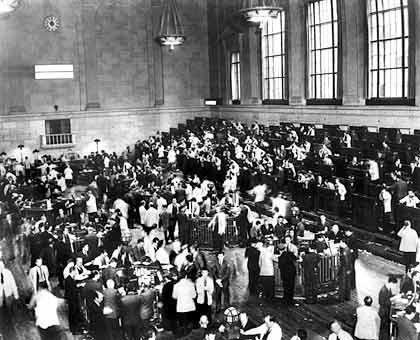 Handelsraum der New Yorker Börse: Am Schwarzen Freitag erreichte die Nachricht vom Börsencrash Europa