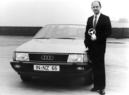 Audi-Vision: VW-Patriarch Ferdinand Piëch präsentiert als Audi-Chefentwickler 1982 das Goldene Lenkrad