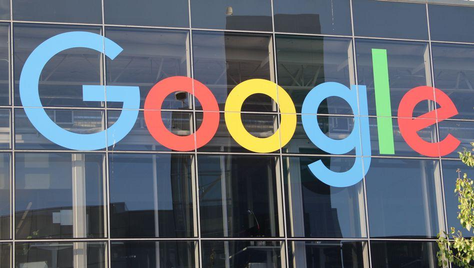 Digitalkonzerne wie Google oder Facebook aber auch Apple machen glänzende Geschäfte in Europa, verschieben ihre Gewinne aber gern in Steueroasen