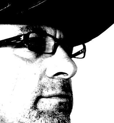 Martin W. Brock ist ein Pseudonym. Brock arbeitete mehrere Jahre als verdeckter Ermittler der Polizei im Bereich organisierte Kriminalität und Wirtschaftsstraftaten. Um seine Person zu schützen, verzichtet manager-magazin.de darauf, seinen echten Namen, der der Redaktion bekannt ist, zu nennen. Heute schreibt er Kriminalromane mit Bezug zu realen Verbrechen.