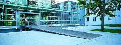 Von der Kaserne zur Laufstrecke: Die Konzernzentrale von Adidas-Salomon war einst die so genannte Herzo-Base, in der US-Soldaten stationiert waren. Das Kasernengebäude war bereits 1936 für deutsche Truppen errichtet worden. Der Umbau zur Hauptverwaltung von Adidas-Salomon wurde nach den Plänen des Architektenbüros Babler + Lodde im Jahr 1999 fertig gestellt. Die Umbaukosten beliefen sich auf 70 Millionen Mark.