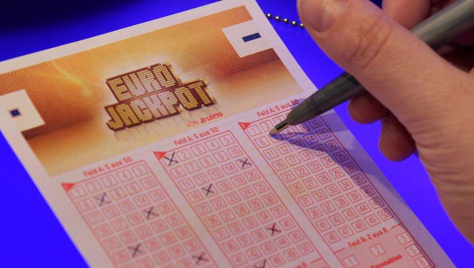 Eurojackpot: Bei jedem Spiel ist ein Jackpot von mindestens zehn Millionen Euro garantiert. Kritiker warnen deshalb vor höherem Suchtpotenzial als beim klassischen Lotto